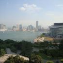 Гонконг, пролив Виктория, п-ов Коулун и выставочный комплекс (справа)